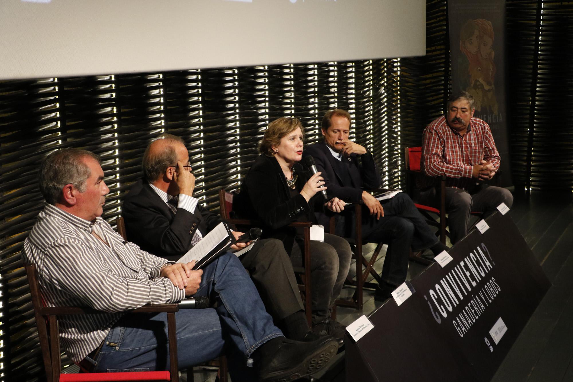 Mesa de debate celebrada durante el estreno del documental ¿Convivencia? Ganadería y lobos. Foto: Joaquín Terán.